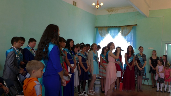 Schule_Kasachstan_Abschlussklasse_Kulturprogramm