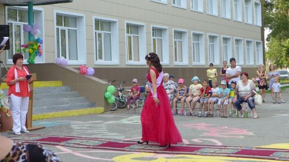 Direktorin_Abifeier_Kasachstan