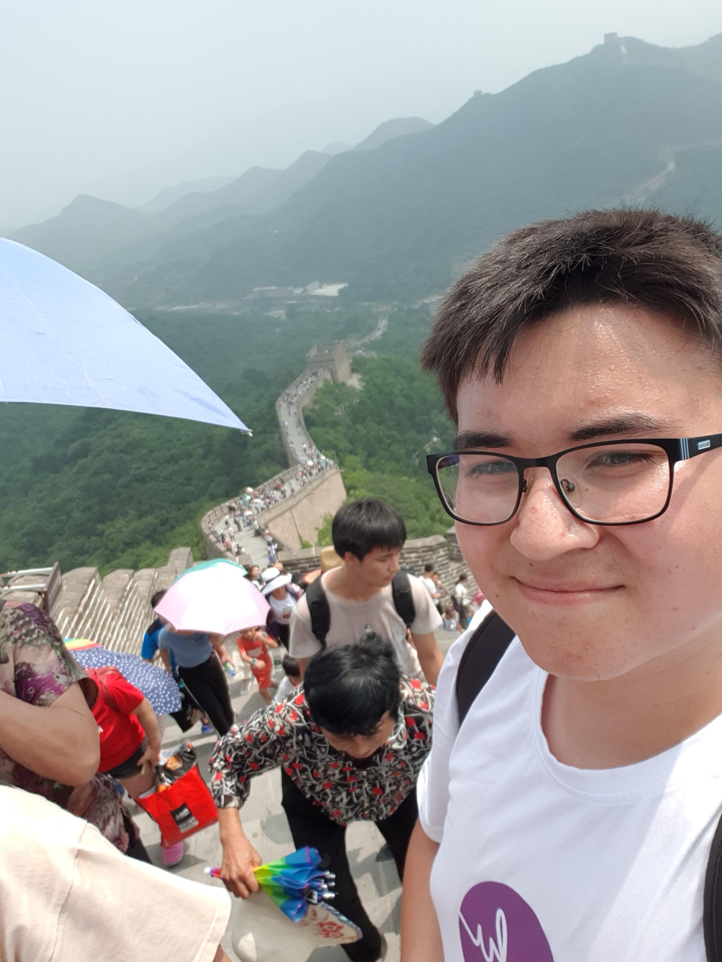Auf der Mauer mit halb China.jpg